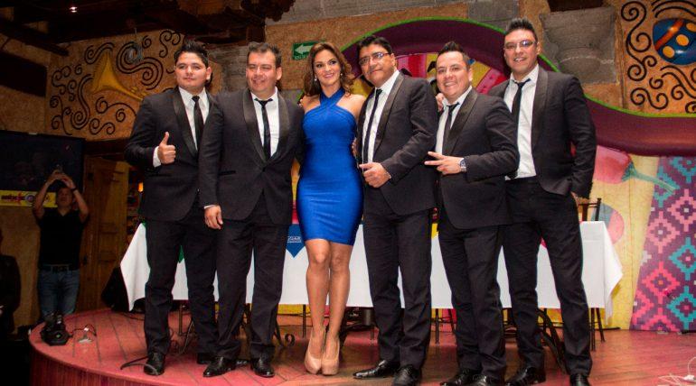 Mariana Seoane y Aarón y su Grupo Ilusión. Foto: Edson Vázquez